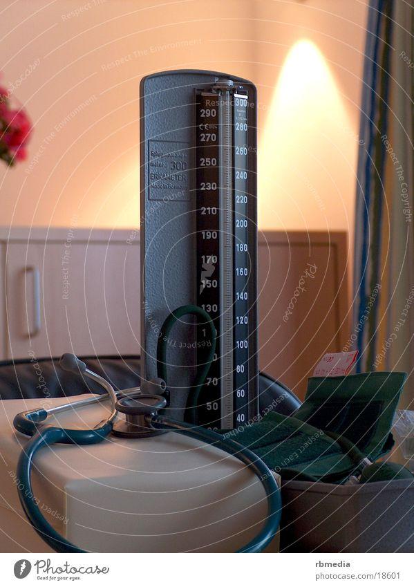 erkameter Blutdruck Blutdruckmessgerät Messinstrument Praxis Dinge Gesundheit messen Skala
