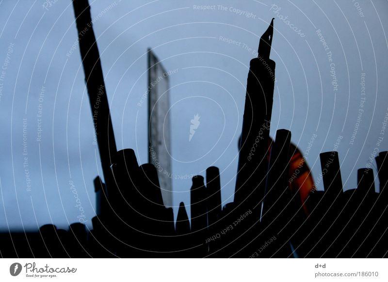 \ll / blau Kunst malen Kreativität zeichnen Skyline Metallfeder Schreibstift Werkzeug Mensch Schreibgerät Künstler Pinsel Maler Blauer Himmel Basteln