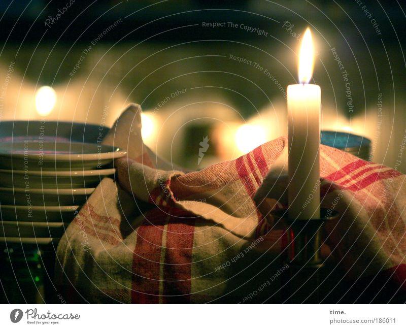 Weihnachtskerze für das Tresenpersonal Weihnachten & Advent Zeit Arbeit & Erwerbstätigkeit Kerze Pause Dekoration & Verzierung Restaurant Café Teller gemütlich