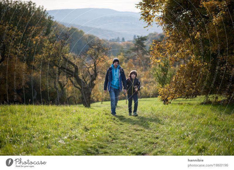 On my way Mensch Kind Natur Mann Landschaft Wald Erwachsene Herbst Wiese Junge Familie & Verwandtschaft gehen maskulin Ausflug wandern Kindheit