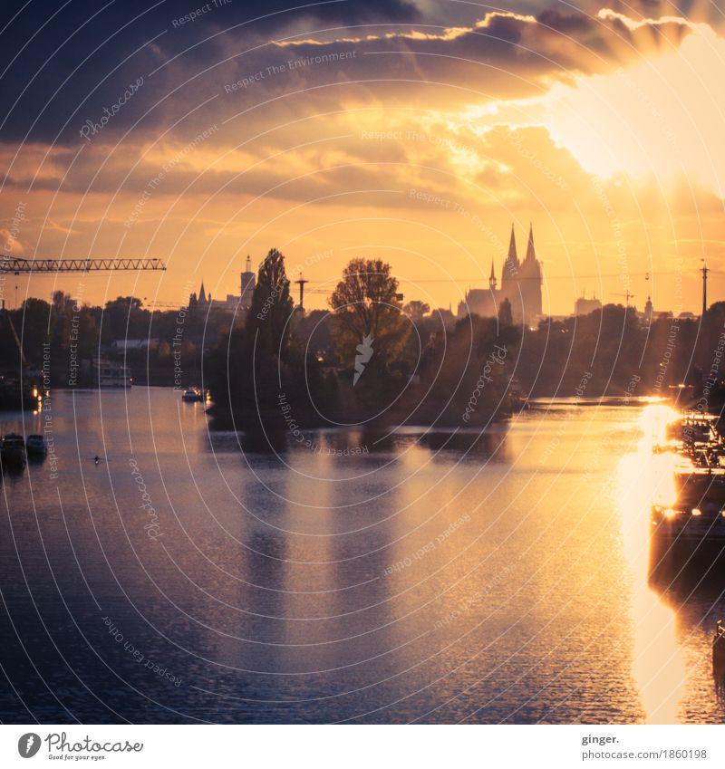 UT Köln | Rheinufer Schäl Sick | Herbstabend im Mülheimer Hafen Köln-Mülheim Stadt Hafenstadt Skyline Menschenleer Haus Hochhaus Dom Turm Bauwerk Gebäude