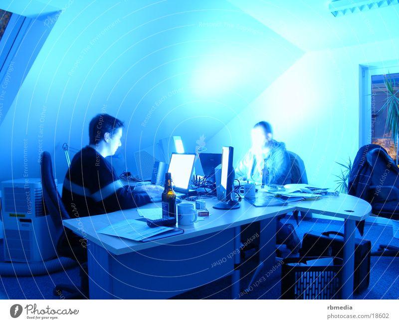 nightshift Schichtarbeit Computer Langzeitbelichtung verwaschen Bildschirm Bier Arbeit & Erwerbstätigkeit Büro blau blue Business