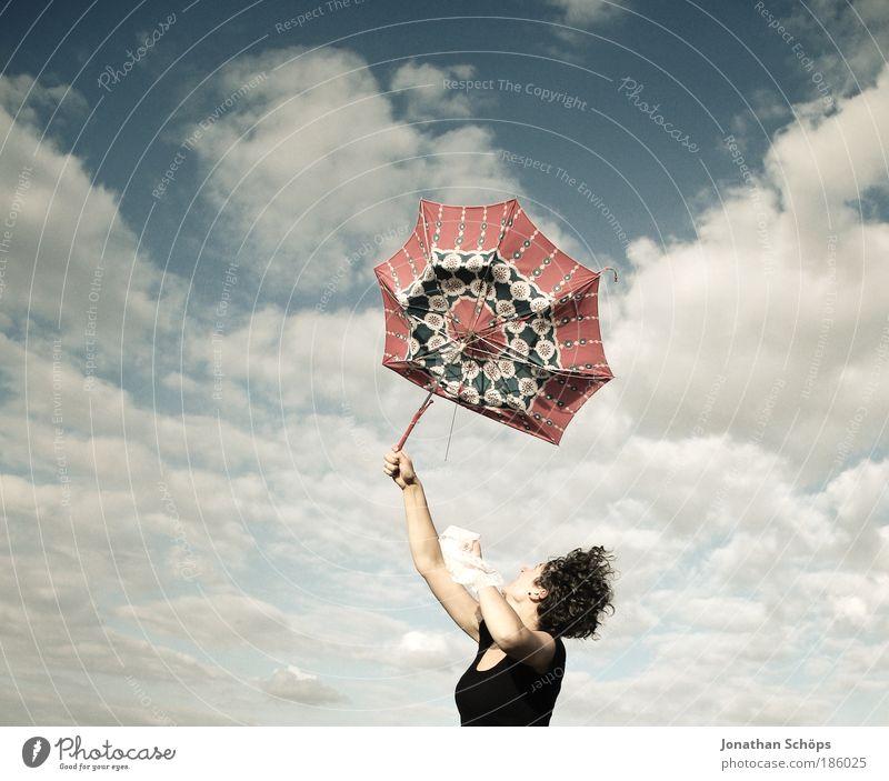 junge Frau mit rotem Schirm streckt vor Freude ihre Arme in den blauen Himmel Lifestyle Glück Zufriedenheit Erfolg Mensch feminin Junge Frau Jugendliche 1