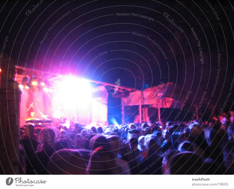 Kalkwerk-Festival at night 2 dunkel Musik Konzert Bühne Publikum Scheinwerfer