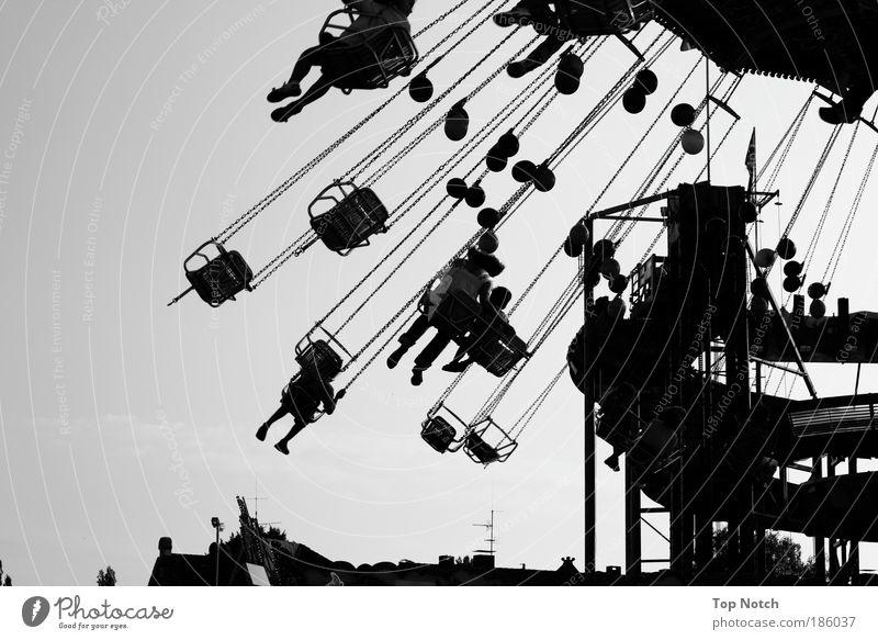 Kirmesdreher Mensch weiß Freude schwarz Glück Menschengruppe Stimmung Feste & Feiern Freizeit & Hobby fliegen maskulin Schwarzweißfoto Fröhlichkeit rund fahren einfach
