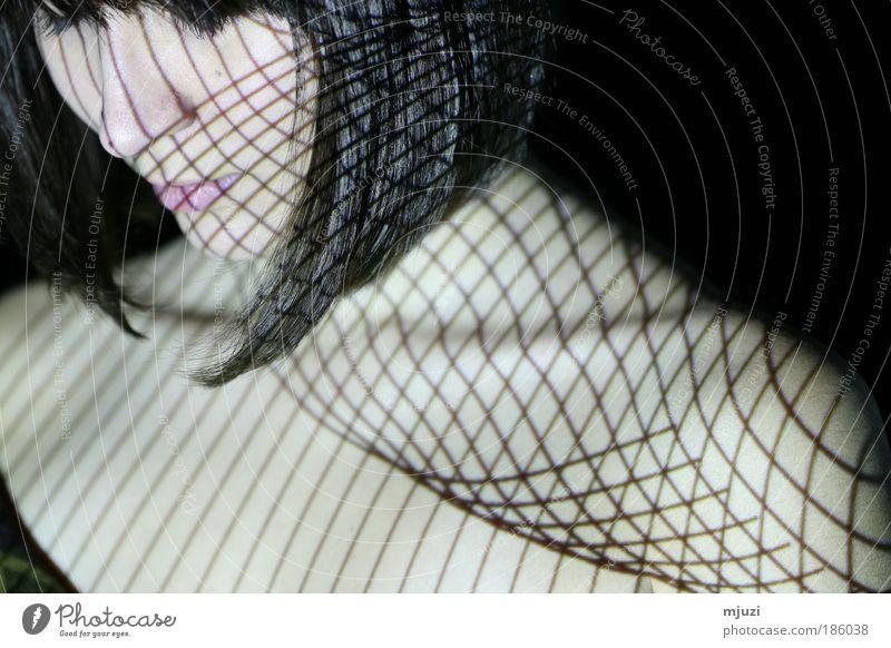 guilochine Frau Erwachsene Haut Haare & Frisuren 1 Mensch 18-30 Jahre Jugendliche genießen träumen ästhetisch elegant Gefühle Leidenschaft schön Vorsicht