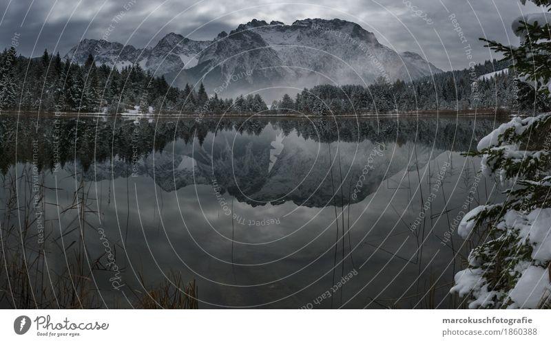 Gebirgsspiegel Umwelt Natur Landschaft Wasser Wolken Nachthimmel Mond Vollmond Herbst Winter schlechtes Wetter Nebel Eis Frost Schnee Hügel Felsen Alpen