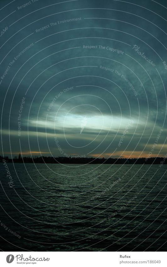 im Auge des Sturms Angeln Segeln Umwelt Urelemente Luft Wasser Himmel Wolken Gewitterwolken schlechtes Wetter Unwetter Wind Wellen Flussufer See Zernsee