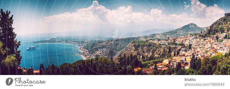 Panoramablick von Taormina, Sizilien, Italien Tourismus Meer Insel Berge u. Gebirge Haus Theater Landschaft Pflanze Kaktus Vulkan Küste Dorf Stadt Ruine Gebäude