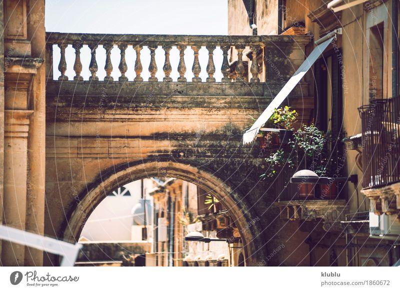 Ansicht von Noto, Sizilien, Italien Himmel alt Stadt Baum Wolken Haus Straße Architektur Stil Gebäude Stein Treppe Kirche Aussicht Insel