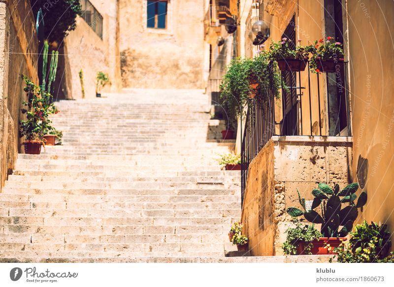 Ansicht von Noto, Sizilien, Italien Stil Haus Stadt Gebäude Architektur Treppe Stein alt heiß noto Italienisch Gasse Aussicht Süden Barocco Sandstein heimwärts