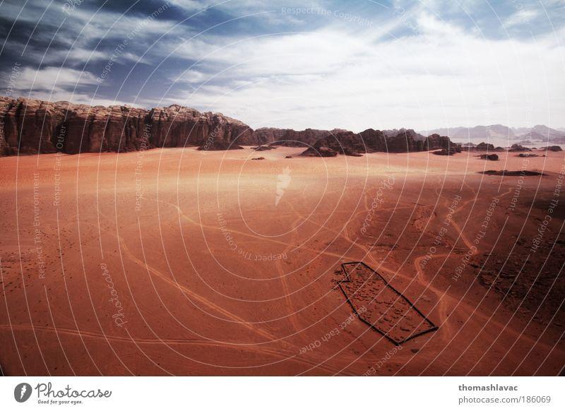 Wüste Wadi Rum Umwelt Natur Landschaft Sand Himmel Wolken Schönes Wetter Wärme Hügel Felsen Berge u. Gebirge Ferien & Urlaub & Reisen Friedhof rot Farbfoto