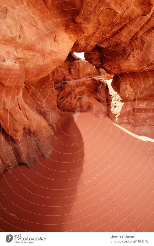 Natur rot Ferien & Urlaub & Reisen Umwelt Landschaft Sand Felsen Reisefotografie Wüste bizarr Sehenswürdigkeit Durchblick Sandstein Lichteinfall Erosion