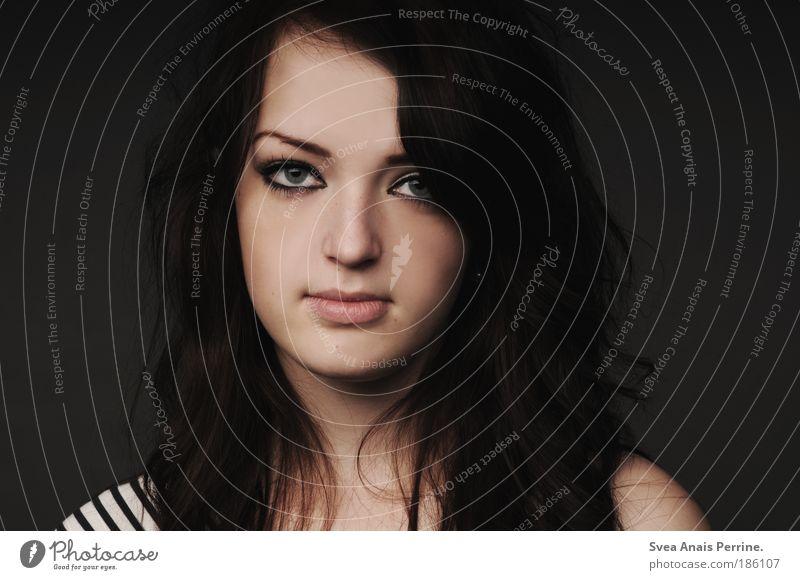 ich will kein Engel sein Mensch Jugendliche schön schwarz ruhig Gesicht Erwachsene Auge feminin Gefühle Haare & Frisuren Traurigkeit Stil braun Haut elegant