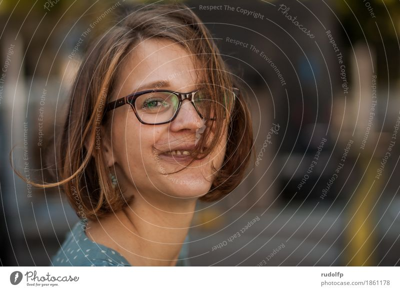 happy face Lifestyle Freude Glück Haare & Frisuren Haut Gesicht Mensch feminin Junge Frau Jugendliche Erwachsene Leben 1 18-30 Jahre Brille brünett kurzhaarig