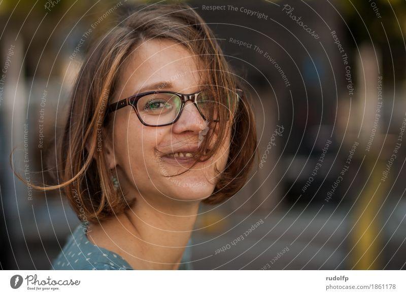 happy face Mensch Frau Jugendliche Junge Frau Freude 18-30 Jahre Gesicht Erwachsene Leben natürlich Lifestyle feminin lachen Glück Haare & Frisuren braun