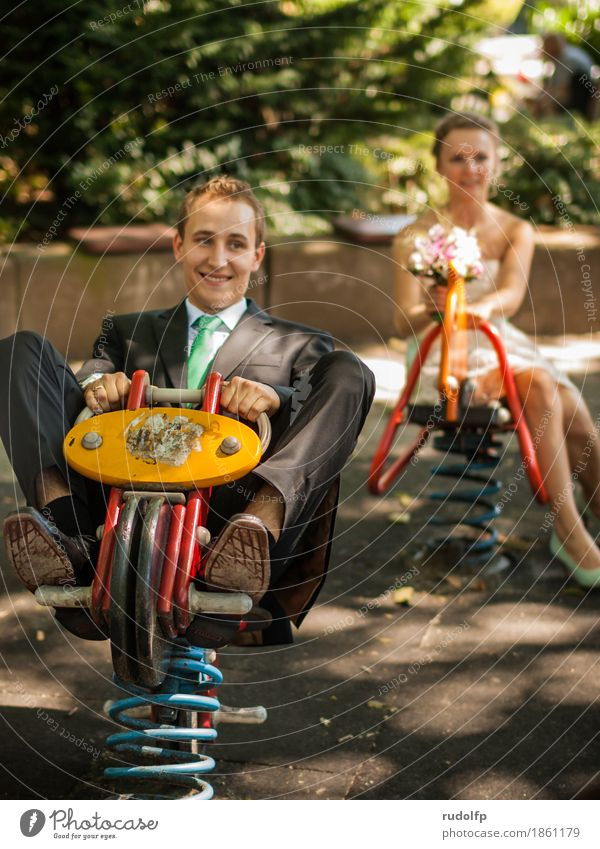 auf ins abenteuer Lifestyle Spielplatz Mensch maskulin feminin Junge Frau Jugendliche Junger Mann Erwachsene Paar Partner 2 18-30 Jahre Anzug gebrauchen lachen