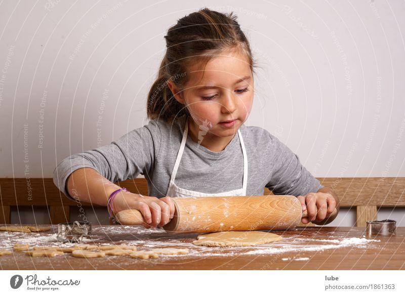 Emma backt Keks Lebensmittel Teigwaren Backwaren Ernährung Bioprodukte Vegetarische Ernährung Arbeit & Erwerbstätigkeit Weihnachten & Advent Weihnachtsgebäck