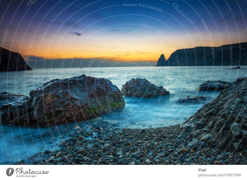 Sonnenuntergang am Strand mit Meer Himmel Natur Ferien & Urlaub & Reisen blau Farbe Sommer Wasser Landschaft rot Wolken Berge u. Gebirge schwarz gelb