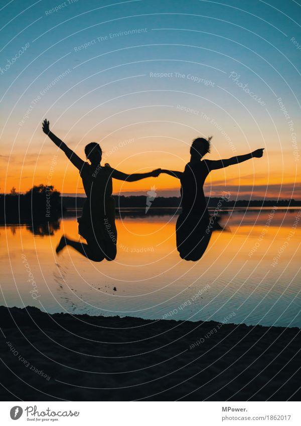 freundschaft Mensch Junge Frau Jugendliche Freundschaft Leben 2 Landschaft Wolkenloser Himmel Sonnenaufgang Sonnenuntergang Schönes Wetter Schwimmen & Baden