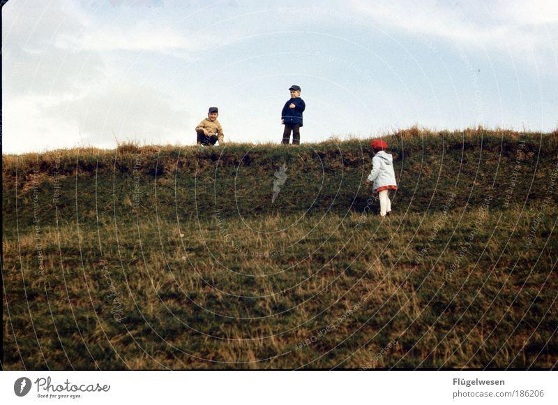 Deichkinder Mensch Kind Wasser Mädchen Meer Freude Wiese Spielen Junge Gras Glück Kindheit Freizeit & Hobby laufen Lifestyle Stranddüne