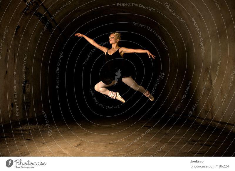 foto 150...tendenz steigend oder schon wieder am sinken?! Frau Mensch schön Erwachsene feminin Leben Sport springen Stil Künstler Gesundheit Kraft Tanzen