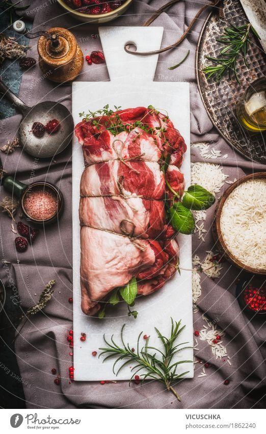 Lammschulterbraten gefüllt mit Kräutern und Gewürzen Lebensmittel Fleisch Kräuter & Gewürze Öl Ernährung Abendessen Büffet Brunch Festessen Bioprodukte Geschirr