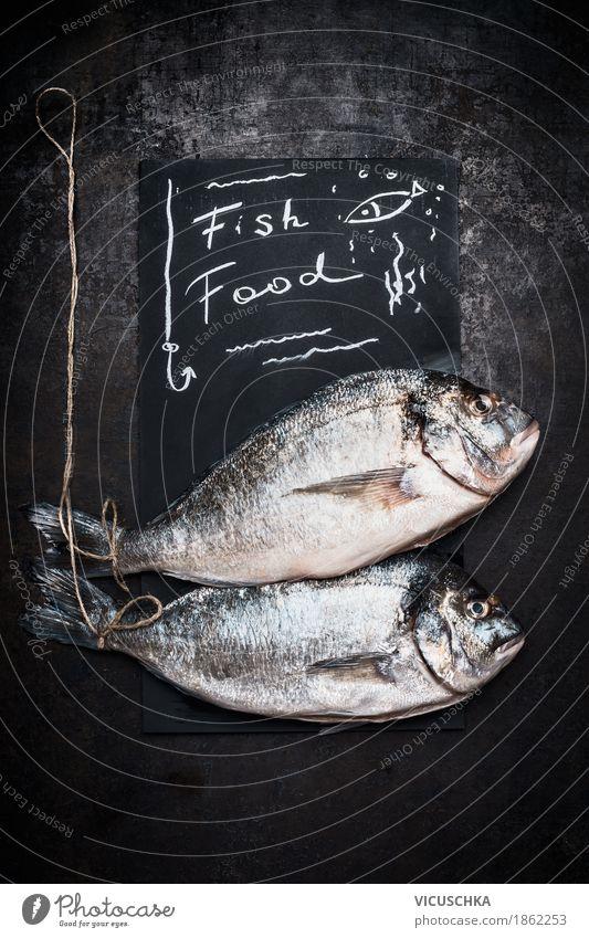 Rohe ganze Dorado Fische Lebensmittel Ernährung Diät Stil Design Gesunde Ernährung Küche Restaurant Dorade Mitteilung Protein roh Essen zubereiten Text