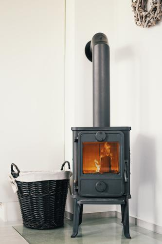 kamin alt Wärme Energiewirtschaft Feuer brennen gemütlich Flamme Korb Heizung Herd & Backofen Kamin Ofenheizung Ofenrohr Kaminfeuer