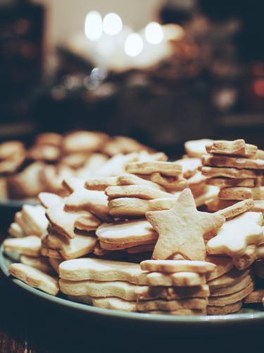 backzeug Weihnachten & Advent Lebensmittel hell Ernährung süß Stern lecker Süßwaren Bioprodukte Teller Vegetarische Ernährung Keks Fingerfood backen