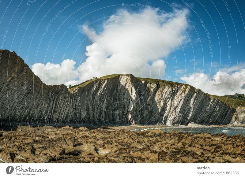 Plissee Himmel Natur blau Sommer weiß Meer Landschaft Wolken Strand Küste braun Felsen Wellen Schönes Wetter Hügel gefaltet