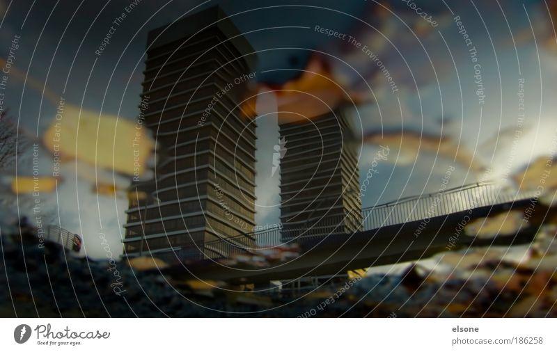 TWIN TOWERS Büroarbeit Umwelt Wasser Herbst Klimawandel schlechtes Wetter Unwetter Regen Gewitter Hamburg Hafenstadt Menschenleer Hochhaus Bankgebäude Brücke