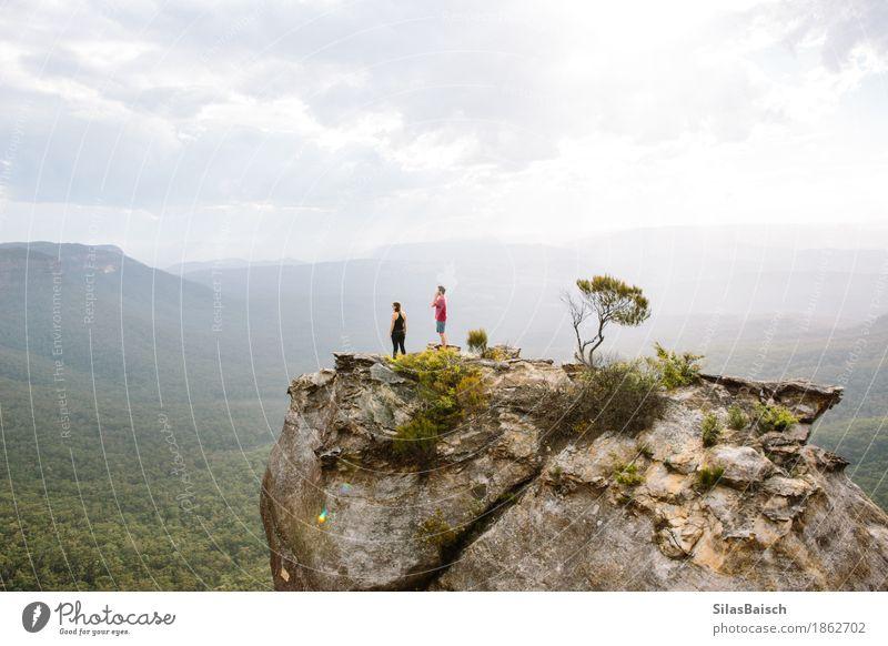 Mensch Natur Ferien & Urlaub & Reisen Landschaft Freude Ferne Berge u. Gebirge Leben Lifestyle Freiheit Paar Felsen Freundschaft Ausflug wandern Erfolg