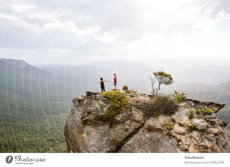 Mensch Natur Ferien & Urlaub & Reisen Landschaft Freude Ferne Wald Berge u. Gebirge Leben Lifestyle Freiheit Paar Felsen Tourismus Freundschaft wandern