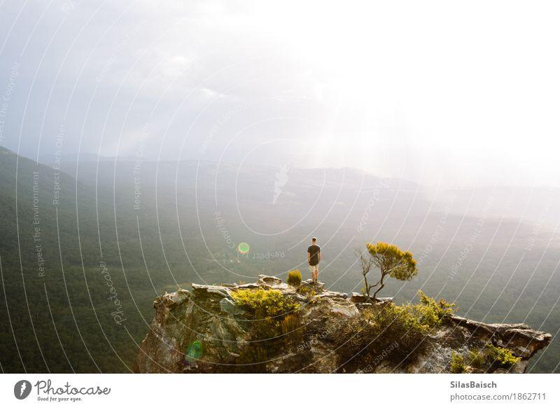 Um die Welt reisen Mensch Natur Ferien & Urlaub & Reisen Jugendliche Junger Mann Freude Ferne Wald Berge u. Gebirge Lifestyle Glück Freiheit Felsen Ausflug