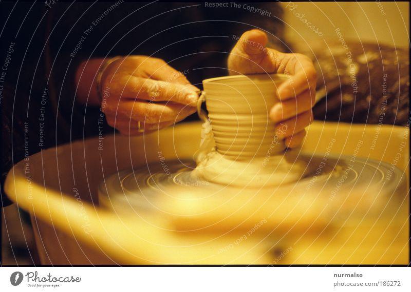 Hand Work Lifestyle schön Freizeit & Hobby Töpfern lernen Handwerk Arbeitsplatz Ruhestand Feierabend Werkzeug Töpferscheibe Mensch feminin Arme Finger 1 Kunst