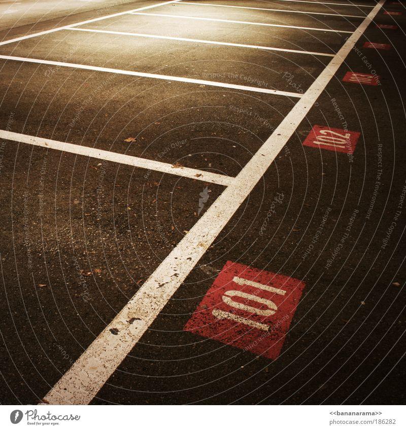 Nur für Rentner über 100 Architektur Stil Linie Beton Ordnung Platz Verkehr leer Schriftzeichen Boden Hinweisschild Ziffern & Zahlen Güterverkehr & Logistik