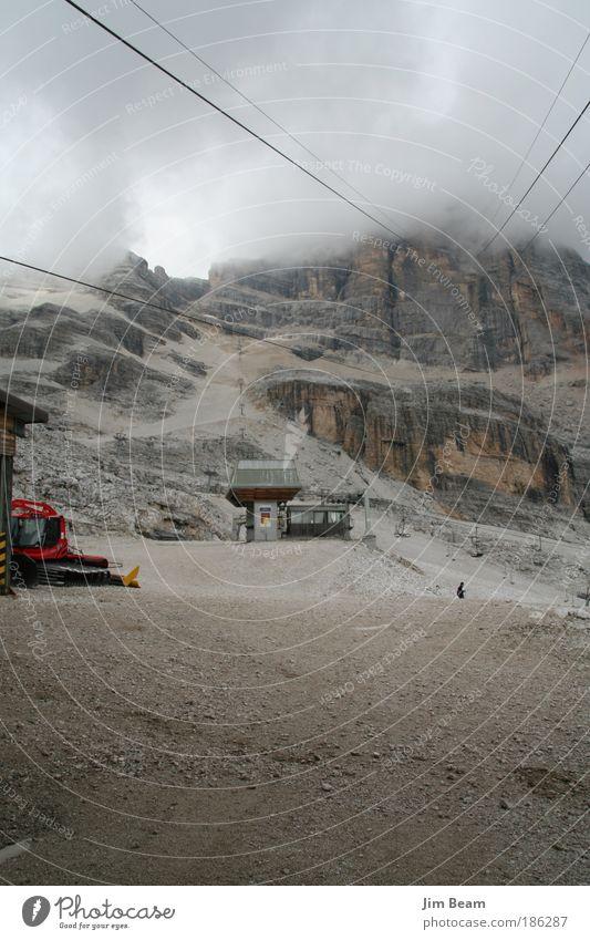 Tofana im tiefen Nebelschleier Natur Einsamkeit Erholung Landschaft Berge u. Gebirge grau träumen Felsen Nebel wandern bedrohlich Sehnsucht genießen