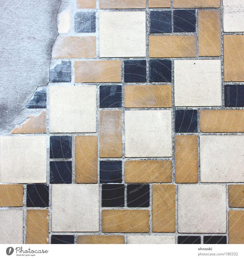 Verputzt Haus Einfamilienhaus Bauwerk Gebäude Architektur Mauer Wand Fassade Stein kaputt trist braun Fliesen u. Kacheln Mosaik Fuge Reparatur Fliesenleger Ecke