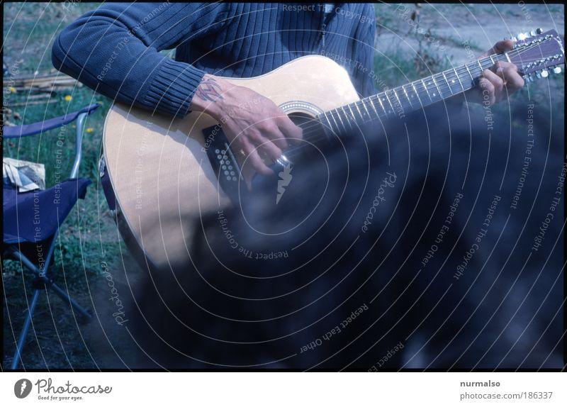 Indie Mucke, Co2 Neutral Mensch Hand Sommer Freude Haare & Frisuren Musik Kunst Freizeit & Hobby Arme maskulin Finger einzigartig Idylle hören Konzert Camping