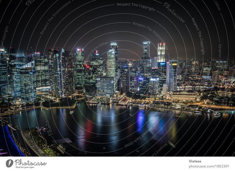 500 Lichter Hauptstadt Skyline Hochhaus Turm Bauwerk Gebäude Architektur Sehenswürdigkeit entdecken glänzend Beleuchtung leuchten Lampe Kitsch schwarz Singapore