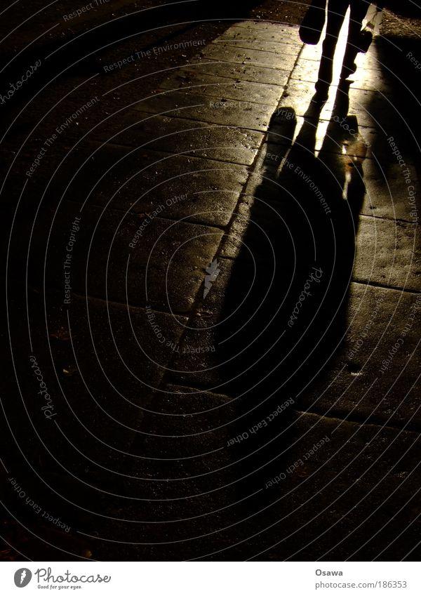 Von drauß' vom Aldi komm ich her... Schatten Silhouette Mensch 1 Person Bürgersteig Plastiktüte Tüte Stein Pflastersteine Gegenlicht Hochformat