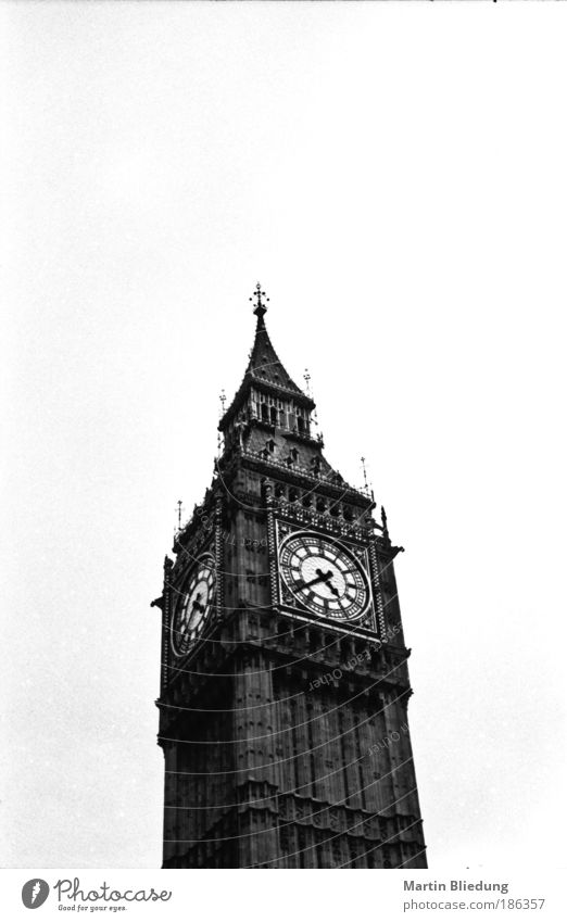 sehenswürdig ? London Hauptstadt Bauwerk Architektur Sehenswürdigkeit Big Ben authentisch eckig groß historisch Originalität seriös grau schwarz weiß Design