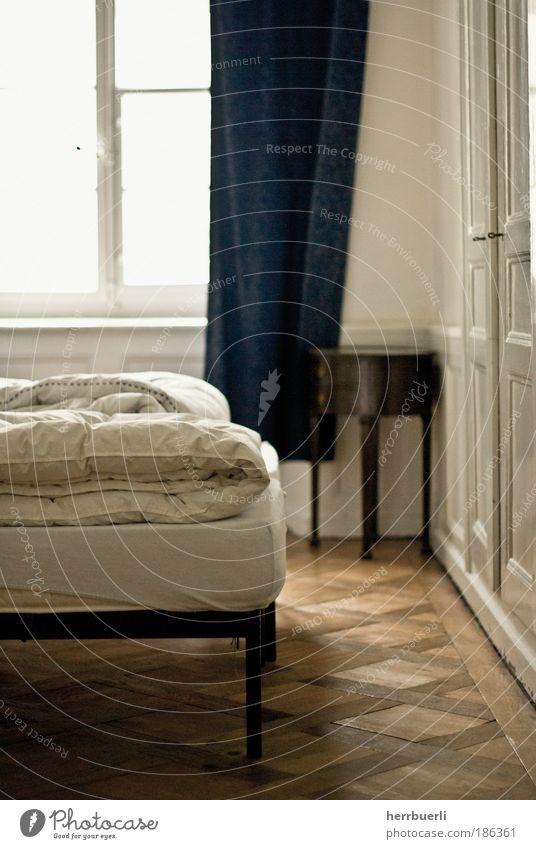 Altbauwohnung Stil Design harmonisch Wohlgefühl Freiheit Häusliches Leben Wohnung Haus Umzug (Wohnungswechsel) einrichten Innenarchitektur Möbel Bett genießen