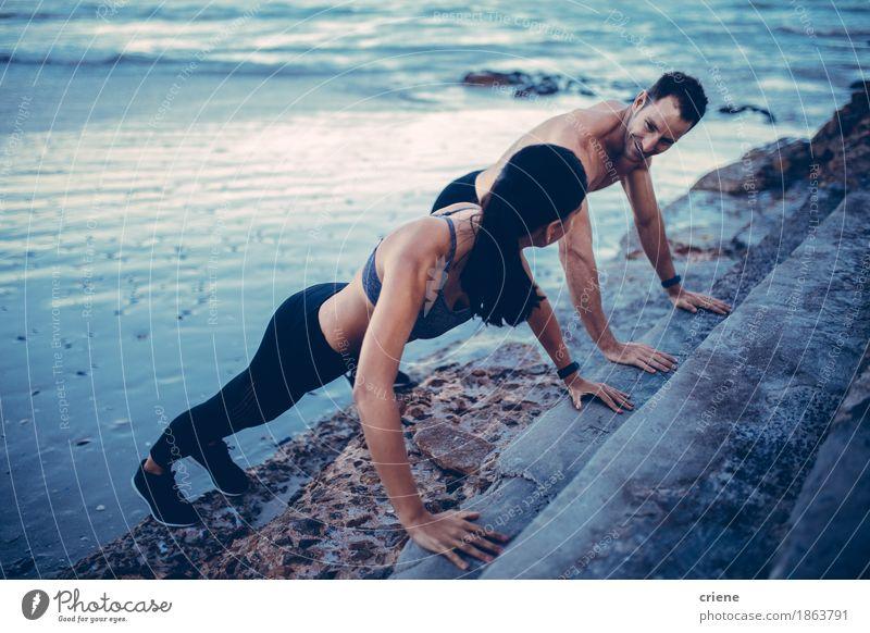 Jugendliche Junge Frau Meer Strand Lifestyle Sport Paar Zusammensein Freizeit & Hobby Kraft Aktion Fitness Wellness Teamwork Sport-Training Sportler