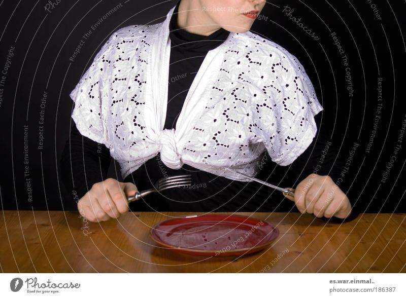 omas tischdecke. Mittagessen feminin Hand 1 Mensch Schauspieler Mode Bekleidung Diät Essen füttern außergewöhnlich Messer Gabel Teller leer Nahrungssuche