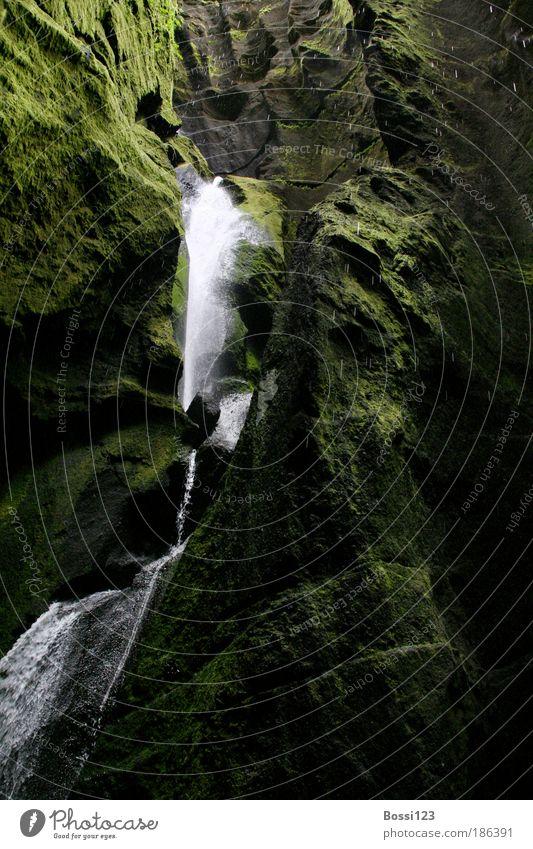 Island02 Natur Wasser grün dunkel Stein Landschaft Wassertropfen Umwelt Moos Bach Wasserfall Schlucht Perspektive