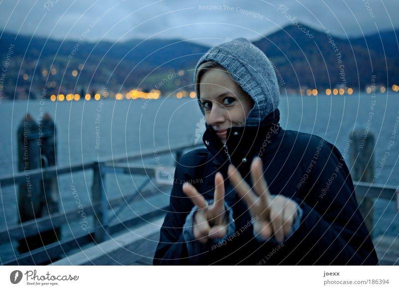 VV Frau Jugendliche blau schön Freude Ferien & Urlaub & Reisen feminin Glück Erwachsene Küste Wetter Freundschaft Zufriedenheit blond Fröhlichkeit