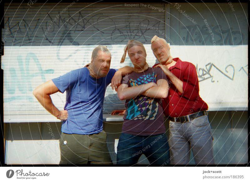 """""""Männer in Strumpfhosen"""" La Chamandeux Mensch Mann Freude Erwachsene Graffiti lustig außergewöhnlich Menschengruppe Freundschaft stehen Lebensfreude Coolness"""