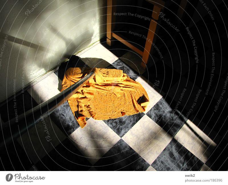 Hausordnung Häusliches Leben Wohnung Raum Flur Bodenbelag Linoleum Möbel Hocker Werkzeug Besen Schrubber Putztuch Mauer Wand Arbeit & Erwerbstätigkeit Reinigen